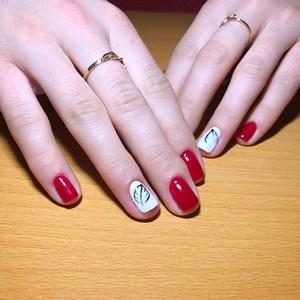 Белый с красным маникюр