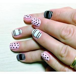 Модная геометрия на ногтях гель-лаком