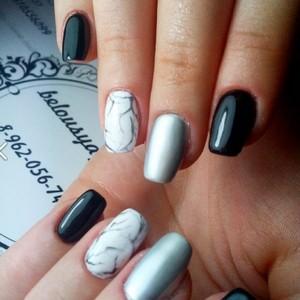 Черный мраморный маникюр