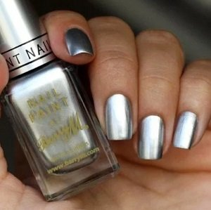 Серый металлик на ногтях
