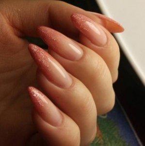 Нарощенные ногти с блестками