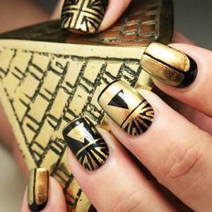 Египетские узоры на ногтях фото