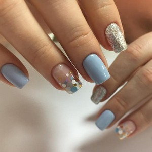 Камифубуки на ногтях светлым лаком