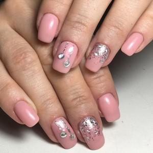 Камифубуки на ногтях розовым лаком с декором