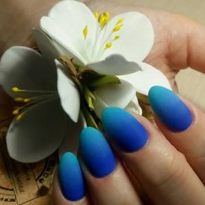 Маникюр Омбре синий с голубым