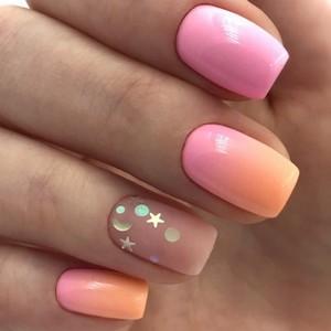 Маникюр Омбре розовый с блестками