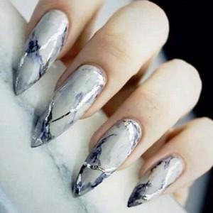 Мраморный маникюр 2018: модные тенденции на длинные ногти