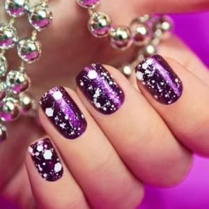 Мраморный маникюр фиолетовый